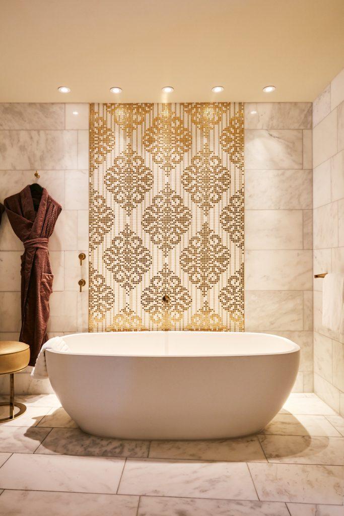 Impressive hotel bath